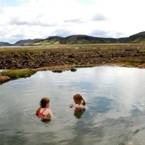 Öræfaferð að Fjallabaki fyrir unga sem aldna. Tjaldbúðir við rætur Torfajökuls, fjallabað í Strútslaug.